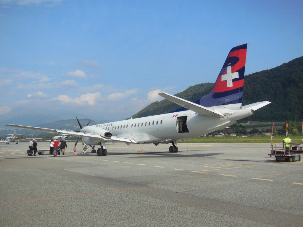 Darwin_Airline_Saab_2000_HB-IZJ_At_Lugano