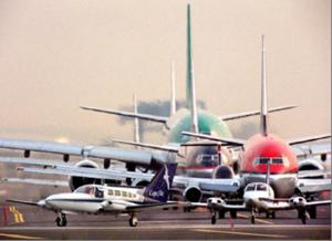 Scioperano i controllori di volo francesi, mille voli cancellati
