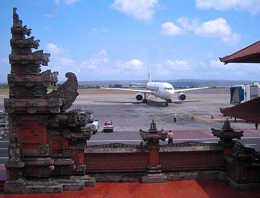 Aeroporto Denpasar : L aeroporto di bali chiuso per eruzione vulcanica a lombok