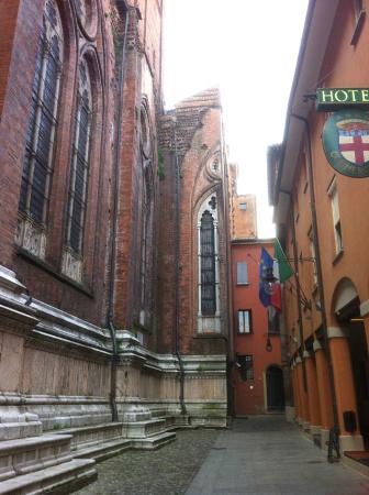 A bologna il mondo un teatro i quadri di georges a de for Hotel dei commercianti bologna