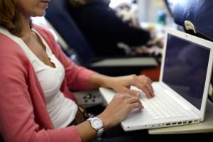 Nessun divieto in Italia per i dispositivi elettronici a bordo