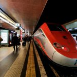 """Trenitalia, maxi multa da 5 milioni di euro: """"nascosti"""" i treni più economici"""