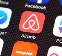 Stretta anti evasione sugli host affitti brevi. Airbnb e Booking nel mirino