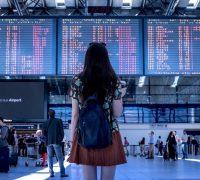 La Farnesina «raccomanda di evitare viaggi all'estero non necessari»