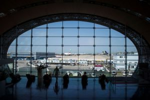 Parigi, in arrivo nel 2020 un'ecotassa sui biglietti aerei
