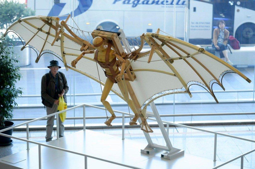 """Adr: le """"macchine del volo"""" di Leonardo in mostra nei terminal di Fiumicino"""