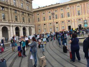 Genova, flash mob delle agenzie di viaggio che chiedono aiuto al governo