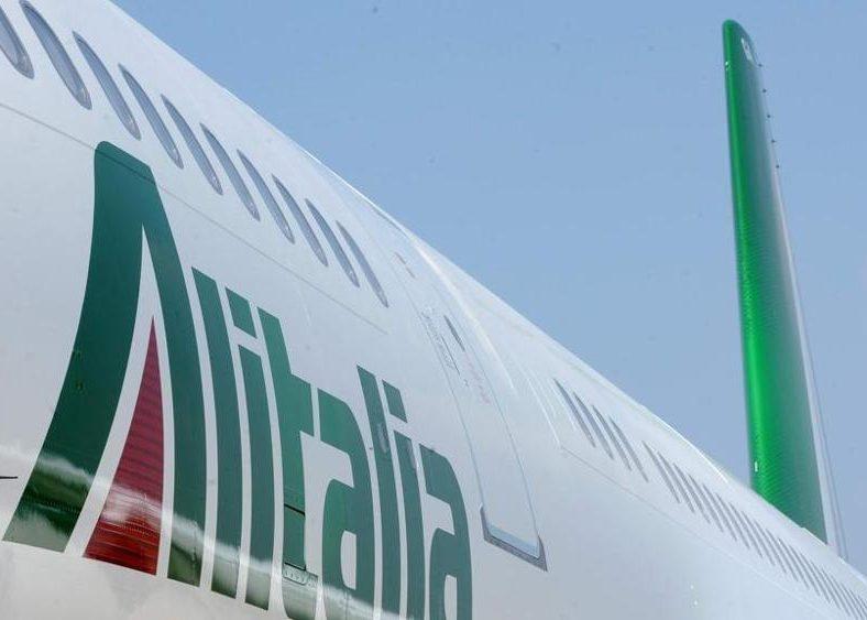 Alitalia: a Londra Delta, easyJet e Fs decidono il destino del vettore
