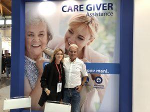 Caregiver Assistance: Ami supporta chi viaggia e lascia a casa il parente anziano