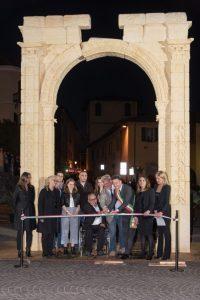 L'Arco di Palmira rivive ad Arona, sarà visitabile fino al 30 luglio