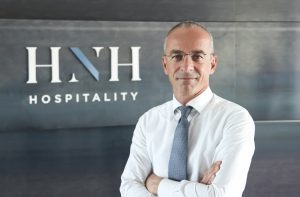 Hnh razionalizza la struttura societaria sottolineando la propria identità di gruppo