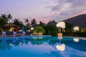 """Cocoon Maldive, gli """"alberi della luce"""" come scenografie da Oscar"""