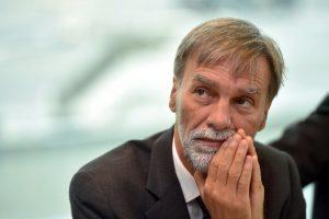 Delrio su Alitalia: «Un concorrente in meno, ma l'asset è interessante»