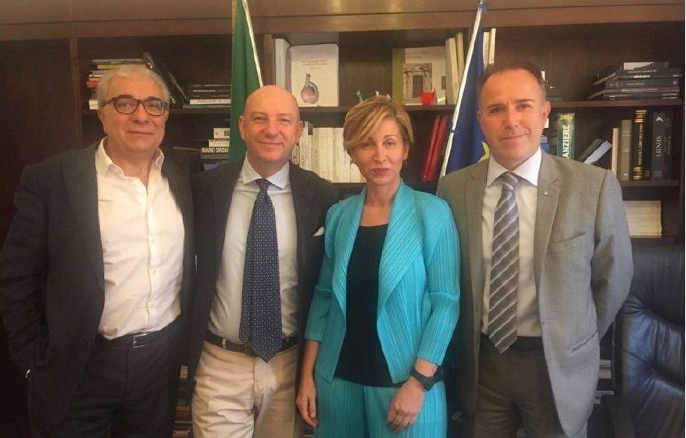 Turismo, Bianchi: «Solo agenzie e operatori possono vendere pacchetti»