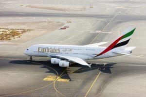 Emirates decolla verso Amburgo con l'A380, a fine ottobre