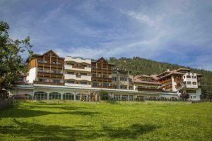 Excelsior dolomites life resort inaugura il nuovo lodge con 16 camere e suite