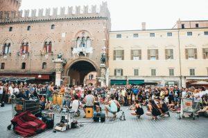 Ferrara Buskers Festival, percorsi turistici e 130 spettacoli al giorno