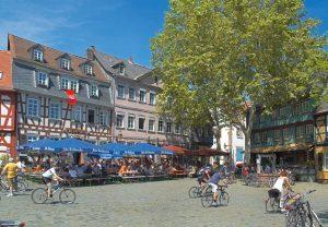 """Francoforte, """"pedalare senza fretta"""" per scoprire la città in bici"""