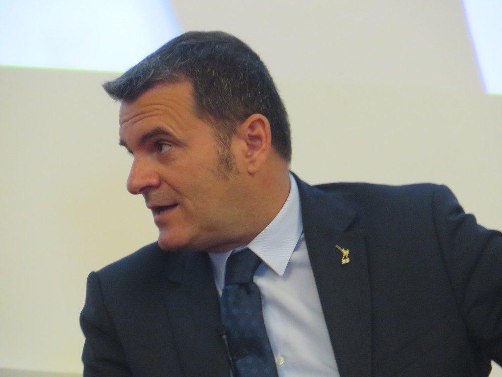 Il ministro Centinaio: «La tassa di soggiorno non mi piace»