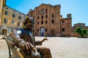 I pacchetti Inc Hotels per conoscere più da vicino le 16 statue Talking Teens che raccontano la storia di Parma
