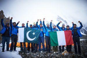 La firma di Cortina d'Ampezzo sulla conquista del K2, sessanta sei anni dopo