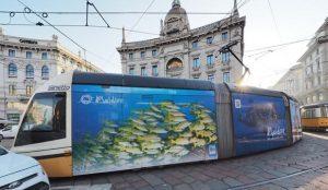 Le Maldive si promuovono sui tram di Milano