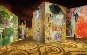 Parigi inaugura l'Atelier des Lumières con una mostra su Klimt e Schiele