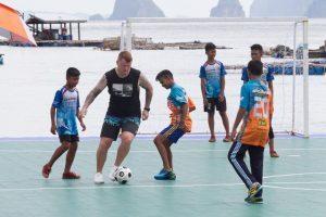 La Thailandia promuove Ko Panyi con il calciatore John Arne Riise