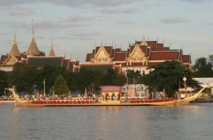 Thailandia in festa per l'incoronazione di re Rama X