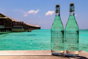 Nei due The Residence Maldives by Cenizaro d'ora in poi solo bottiglie di vetro