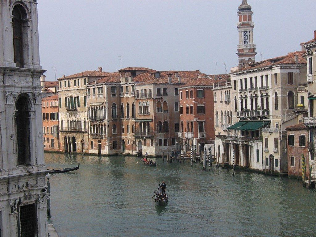 Incidente porto Venezia. Wwf: «Le grandissime navi attracchino a Trieste»