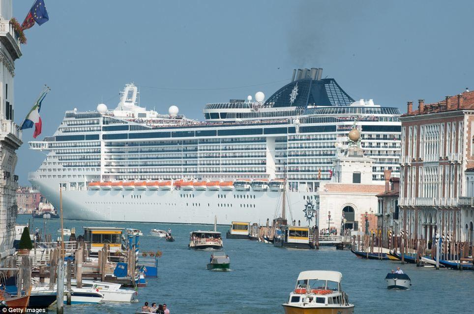 Venezia, grandi navi mai più nel bacino di San Marco