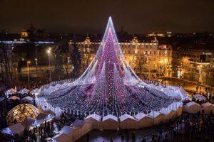 Vilnius inaugura la stagione con l'accensione dell'albero di Natale