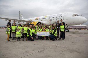 Vueling: la livrea di un A320neo decorata con i disegni dei bambini