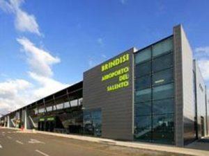 Lo scalo di Brindisi domenica mattina chiude al traffico aereo: tutte le modifiche alla programmazione