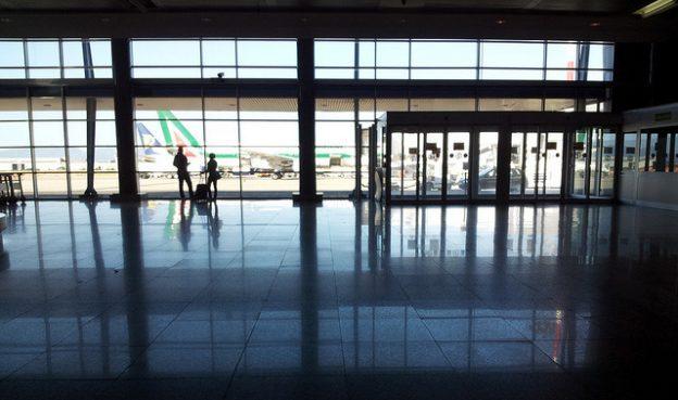 Caos nei cieli sardi: impossibile prenotare voli dopo il 31 marzo