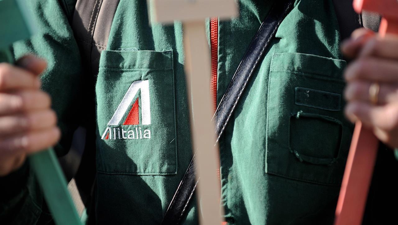 Il ministro Di Maio: «In Alitalia non ci saranno esuberi»