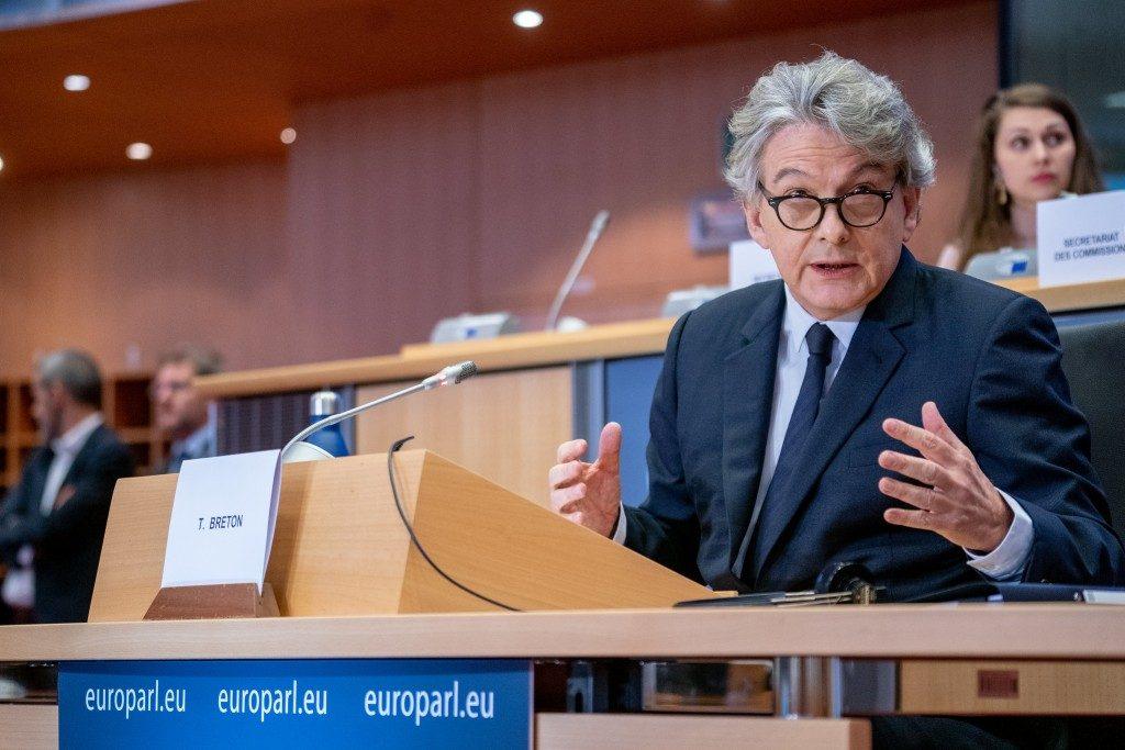 Commissione Ue: dal coronavirus danni al turismo per 1 miliardo di euro al mese