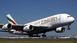 Emirates serve il gelato ai passeggeri all'aeroporto di Dubai