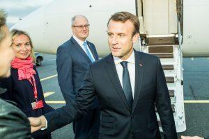 Macron: «I viaggi internazionali saranno limitati anche durante l'estate»