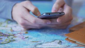 Viaggi aerei, 7 passeggeri su 10 entro il 2025 si affideranno allo smartphone
