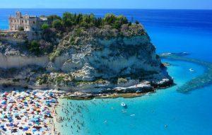 Aumentano gli italiani in vacanza, ma i due terzi restano a casa