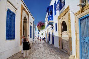 """La Tunisia apre il 27 giugno. Turisti italiani nel """"gruppo verde"""""""