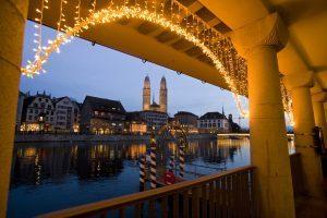 Zurigo, pattinaggio sul ghiaccio e circo per festeggiare il Natale