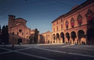 Una piazza simbolo dell'Emilia Romagna: piazza S.Stefano, Bologna