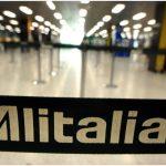 Alitalia: il governo punta a 650 milioni dalle bollette. Stop dell'Autorità