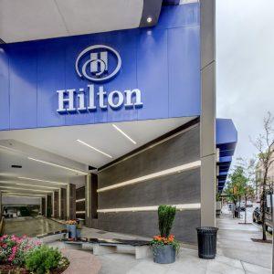 Hilton annuncia il taglio di 2.100 posti di lavoro corporate