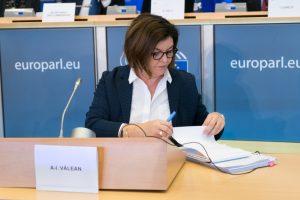 L'Unione europea: i vettori devono rimborsare in contanti