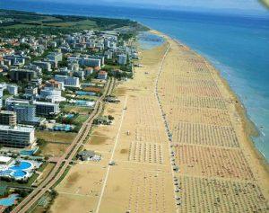 Soluzioni estive: Bibione punta sulla grande spiaggia immersa nel verde