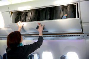 Bagagli a mano in aereo: stop al trolley a bordo